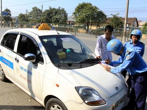 Lái xe taxi cần những bằng cấp gì?