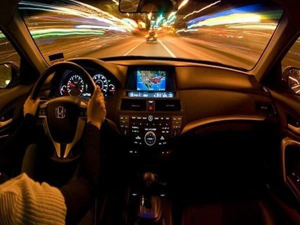 Kinh nghiệm giúp bạn lái xe ô tô ban đêm an toàn