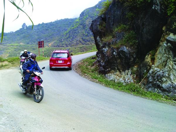 Học hỏi kinh nghiệm lái xe đường đèo dốc an toàn
