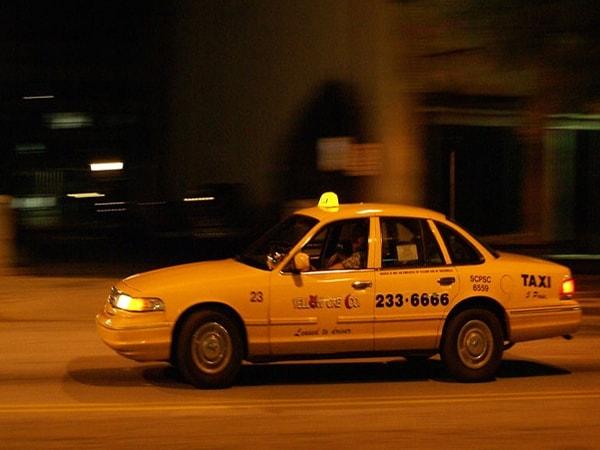 Kinh nghiệm lái taxi đêm an toàn