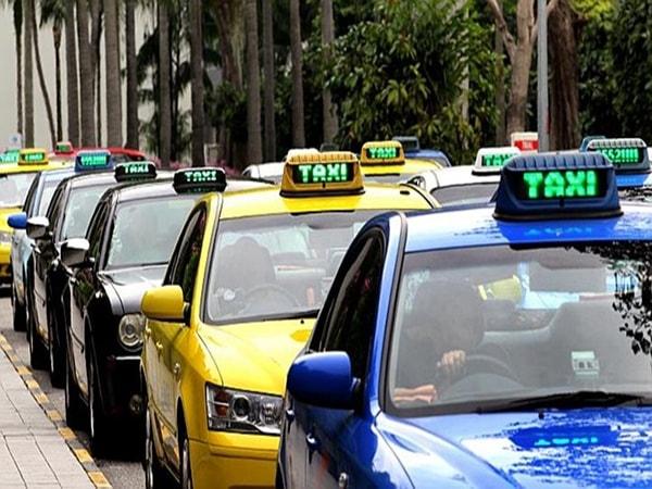 Bí quyết đi taxi không lo tốn kém