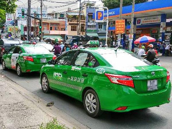 Khoảng cách an toàn cho xe taxi khi trên đường