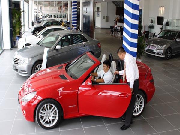 Kiểm tra xe, kiểm tra chuẩn số khung số máy và chủng loại xe xong thì cán bộ công an sẽ xác nhận vào tờ khai đăng ký