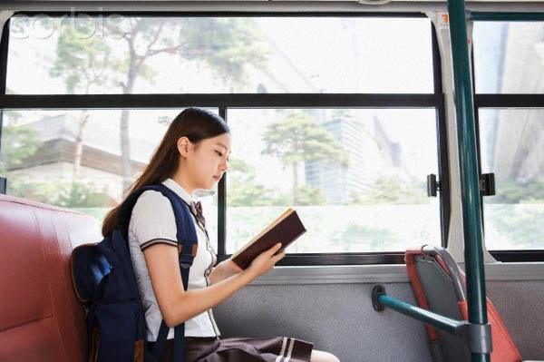 Đọc sách khiến cho bạn mất cảm giác dễ bị say xe