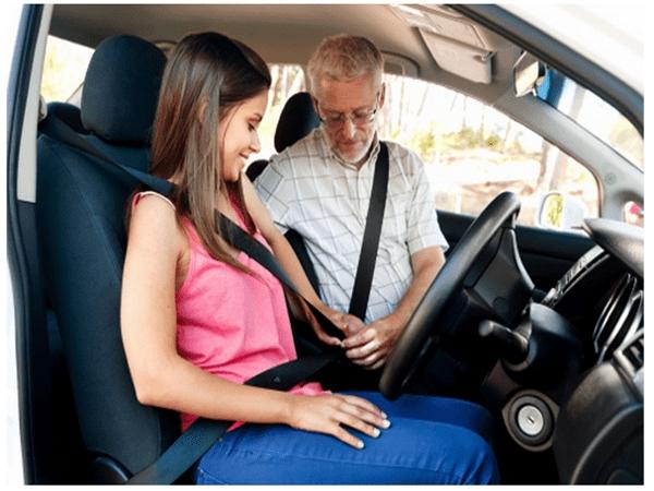Hướng dẫn bạn cách thắt dây an toàn khi lái xe ô tô