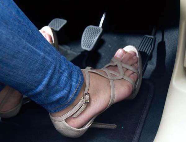 Những thói quen xấu khi lái xe của phụ nữ sẽ khiến cho xe giảm tuổi thọ