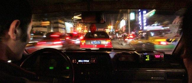 Chụp lại thẻ lái taxi, biển số, ghi âm cuộc gọi