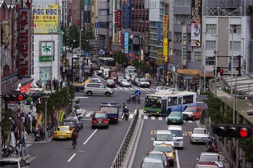 Được lái xe trên đường phố Nhật Bản là chuyện không hề dễ dàng