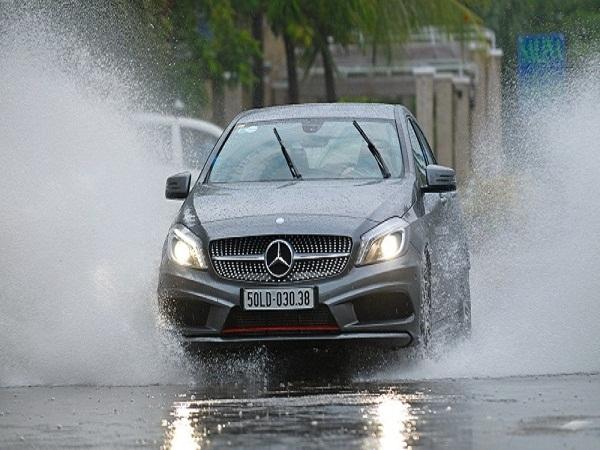 7 điều cần lưu ý khi lái xe trời mưa gió