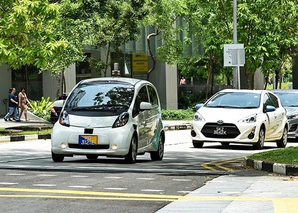 Kinh nghiệm lái xe ôtô số sàn trong thành phố