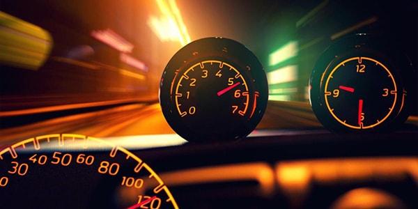 Số cần phù hợp với tốc độ của xe.