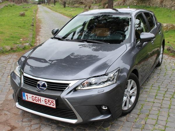 Chiếc Lexus CT 200h tiết kiệm nhiên liệu rất hiệu quả, phù hợp với việc di chuyển thường xuyên trong thành phố