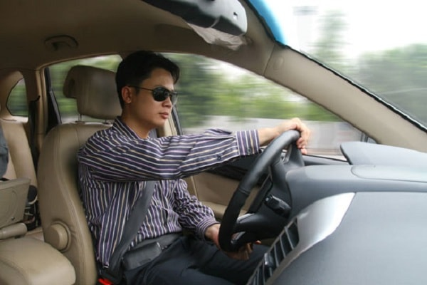 Làm thế nào để căn đường và xe khi lái xe ô tô?