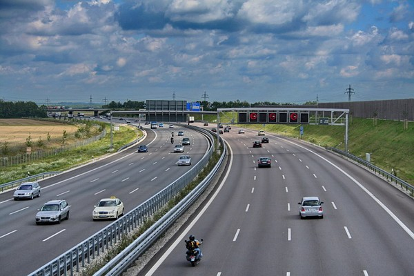 Những lưu ý quan trọng khi lái xe với tốc độ cao trên đường cao tốc 3