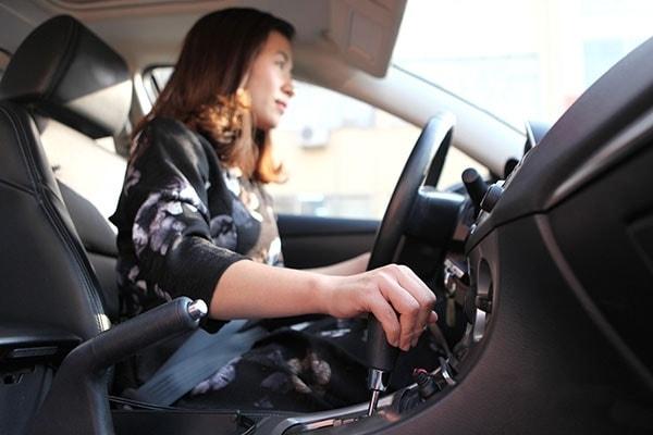 10 lưu ý quan trọng cho người mới tập lái xe ô tô 2