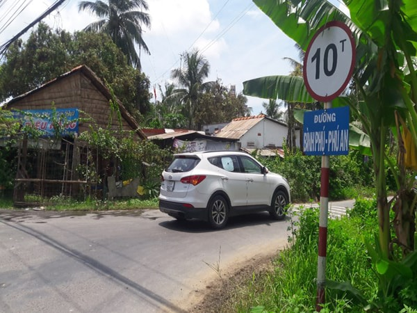 Quy tắc cần ghi nhớ khi lái ô tô vào đường làng 1