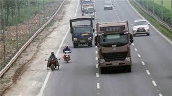 Hướng dẫn cách lái xe an toàn khi gặp xe tải 2