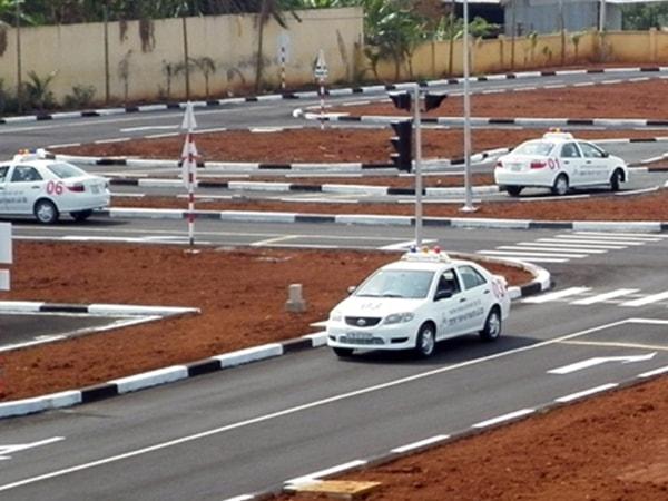 Những quy định quan trọng về thi bằng lái xe B2 2
