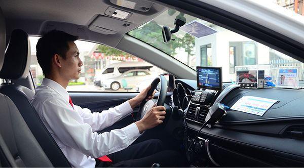 Nghề lái xe taxi cần đáp ứng đủ các yêu cầu về thủ tục hành chính và sức khỏe