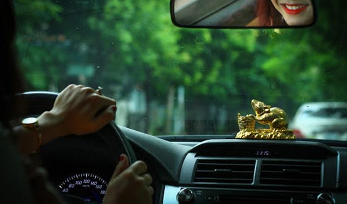 Cách lựa chọn đồ phong thủy trên xe ô tô cho người tuổi Giáp Tý 1984