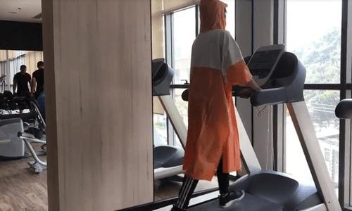 Mặc áo mưa chạy bộ có thể gây hại đến sức khỏe
